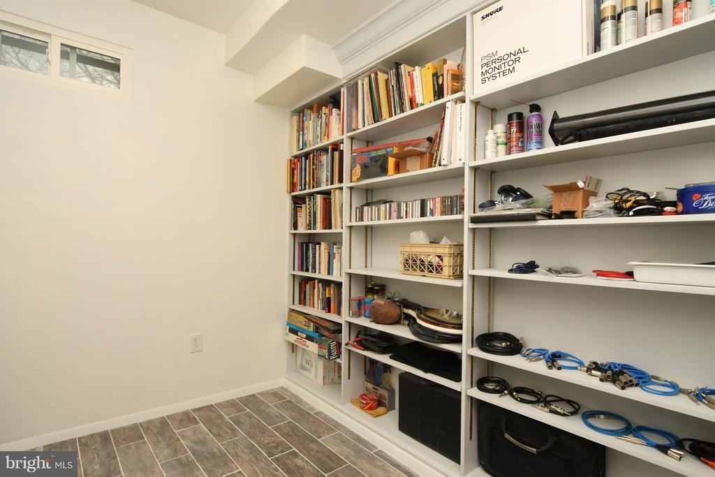 Extra storage room on lower lvl - 10516 ARROWOOD ST, FAIRFAX