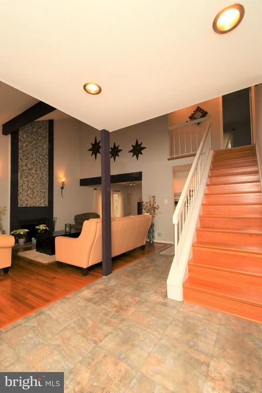 Foyer - Travertine Flooring - 10516 ARROWOOD ST, FAIRFAX