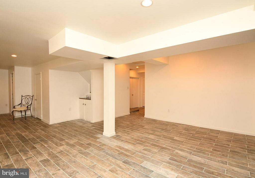 Composite tile flooring/newly finished lower lvl - 10516 ARROWOOD ST, FAIRFAX