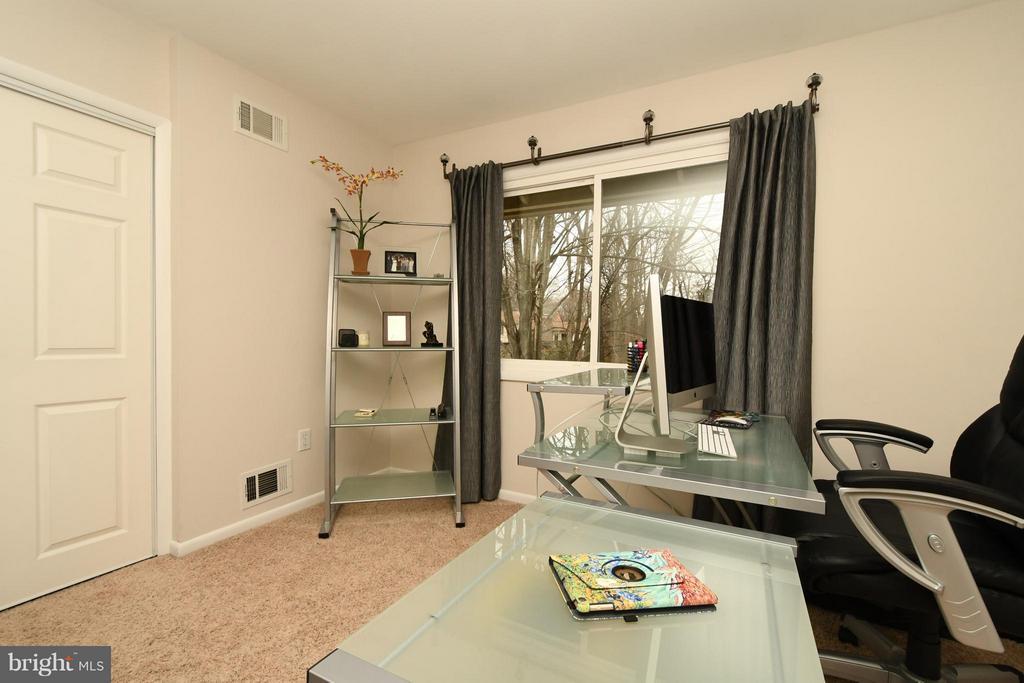 Bedroom 4 -- Used as an office - 10516 ARROWOOD ST, FAIRFAX