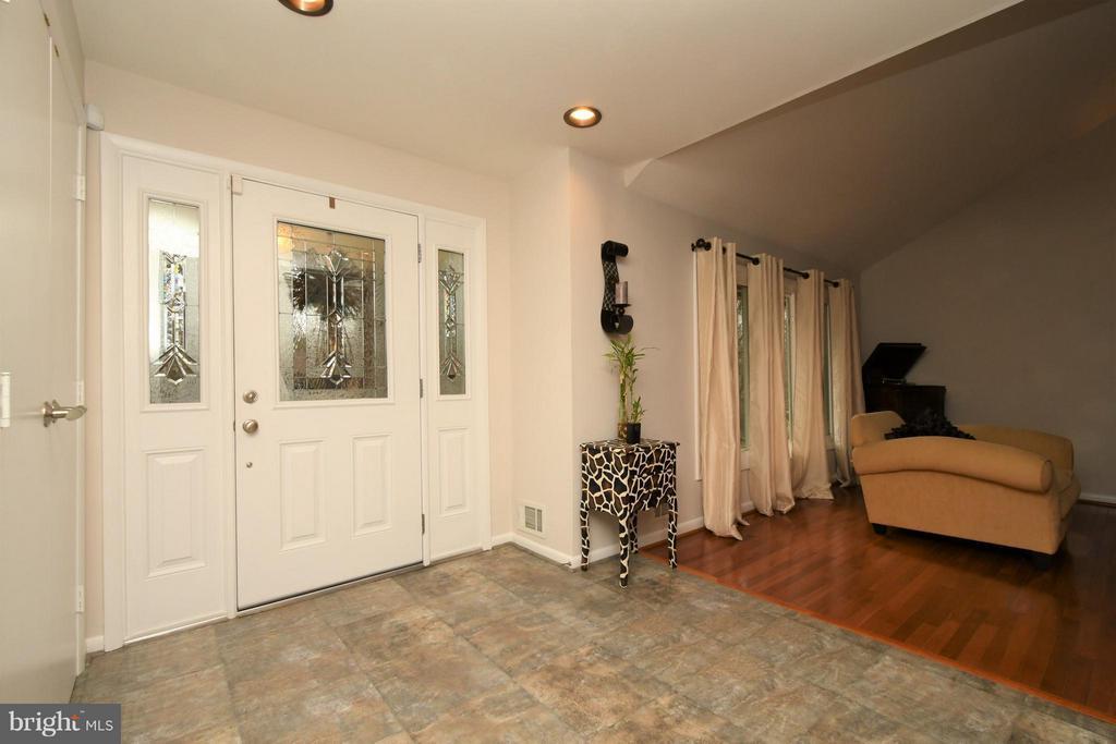 Foyer - Living Room - 10516 ARROWOOD ST, FAIRFAX