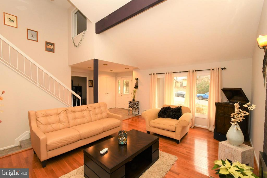 Formal living room - 10516 ARROWOOD ST, FAIRFAX