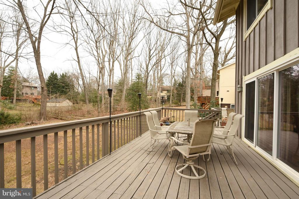Updated deck with freshly stained wood coating - 10516 ARROWOOD ST, FAIRFAX