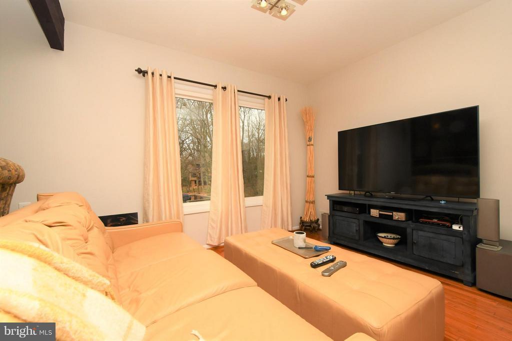 Family Room off Kitchen/Recessed lighting - 10516 ARROWOOD ST, FAIRFAX