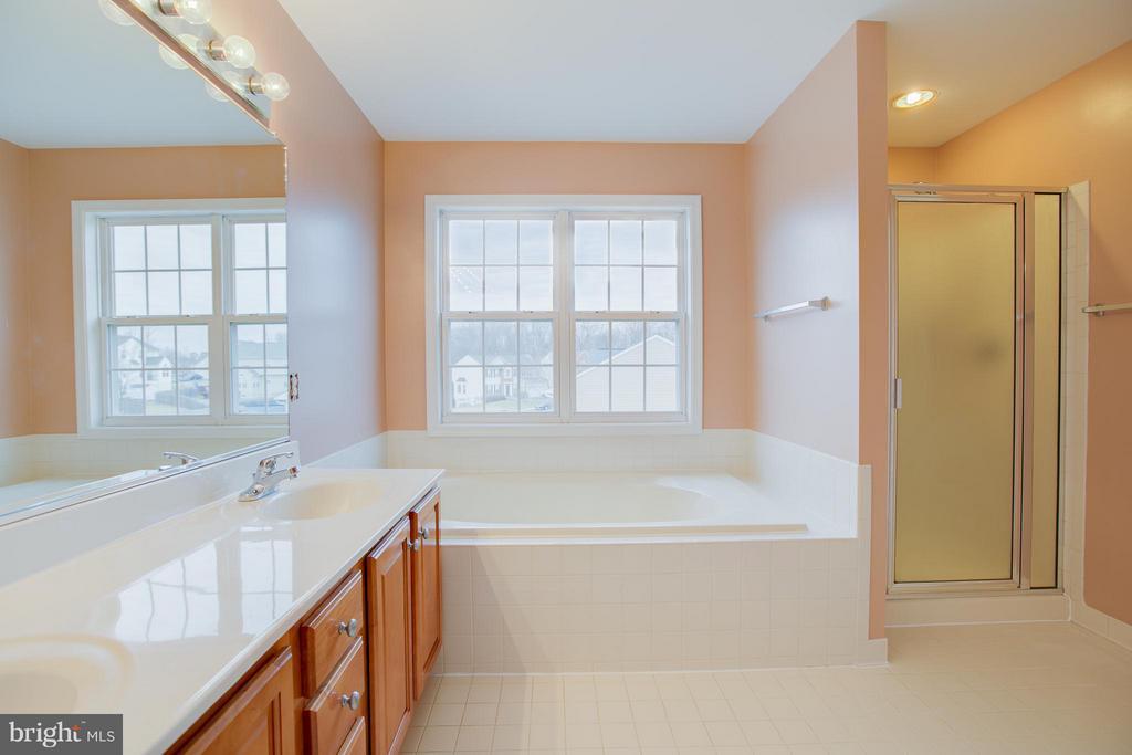 Master bath with tiled floors and soaking tub! - 31 LANDMARK DR, STAFFORD