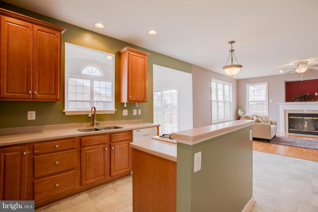 Kitchen with tons of cabinets and counter space - 31 LANDMARK DR, STAFFORD