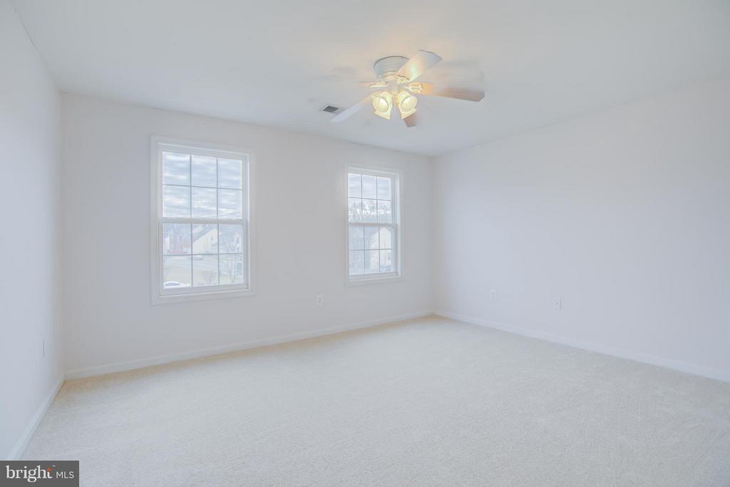 4th upstairs bedroom is large - 31 LANDMARK DR, STAFFORD