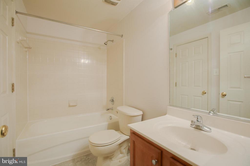 Full Basement Bathroom - 31 LANDMARK DR, STAFFORD