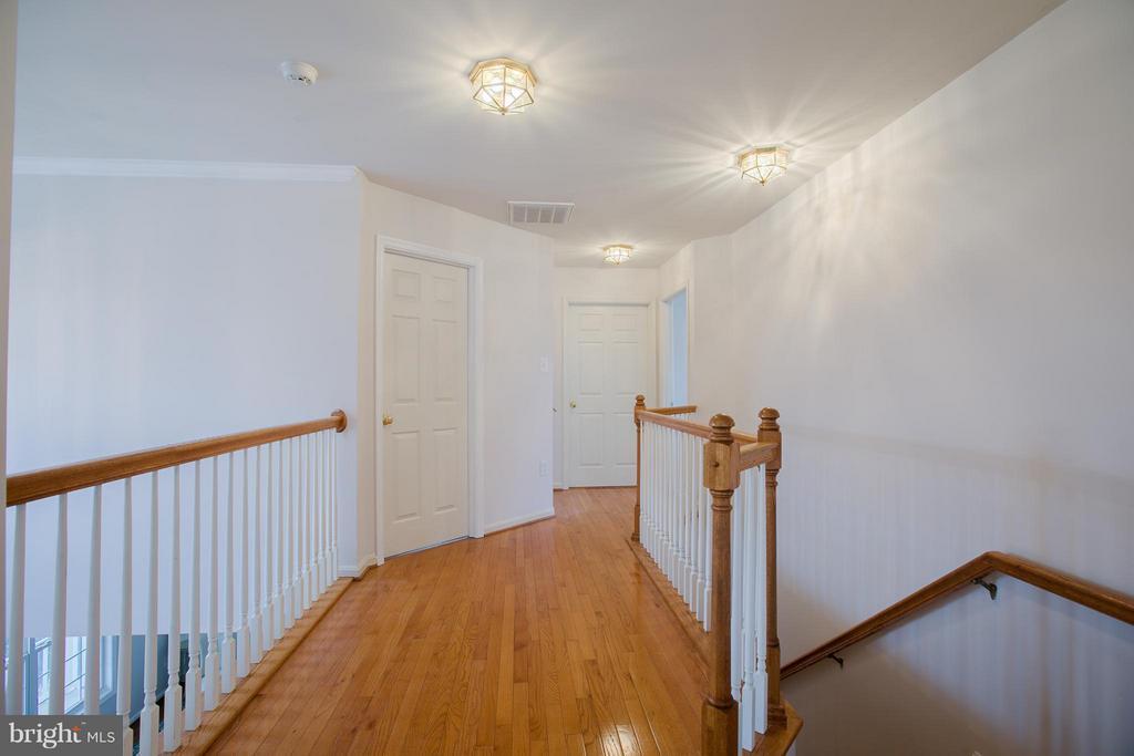 Open upstairs hallway with hardwood floors - 31 LANDMARK DR, STAFFORD