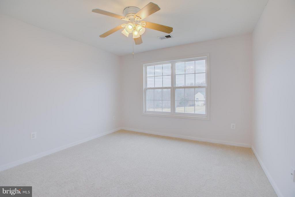 3rd upstairs bedroom is large - 31 LANDMARK DR, STAFFORD