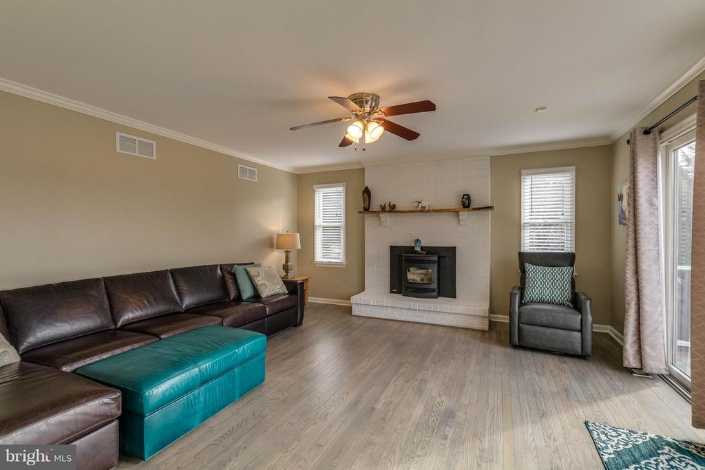 Family Room - 17314 PINK DOGWOOD CT, MOUNT AIRY