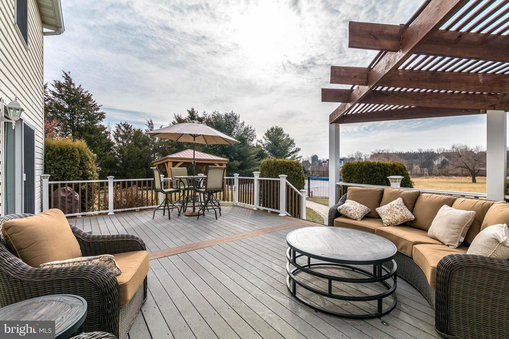 DECK - 17314 PINK DOGWOOD CT, MOUNT AIRY
