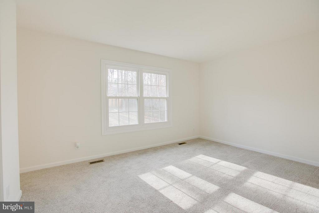Spacious master bedroom with brand new carpeting. - 112 COAL LANDING RD, STAFFORD