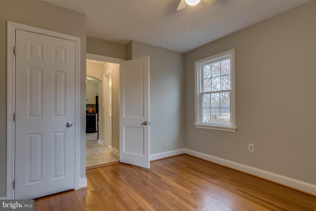 Another view of main level bedroom - 350 ORCHARD DR, PURCELLVILLE