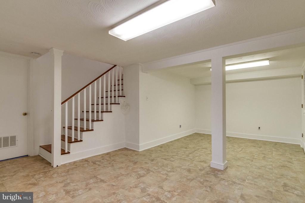 Lower level recreation room - 350 ORCHARD DR, PURCELLVILLE