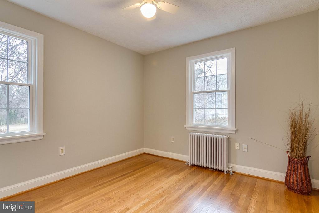 Main level bedroom - 350 ORCHARD DR, PURCELLVILLE