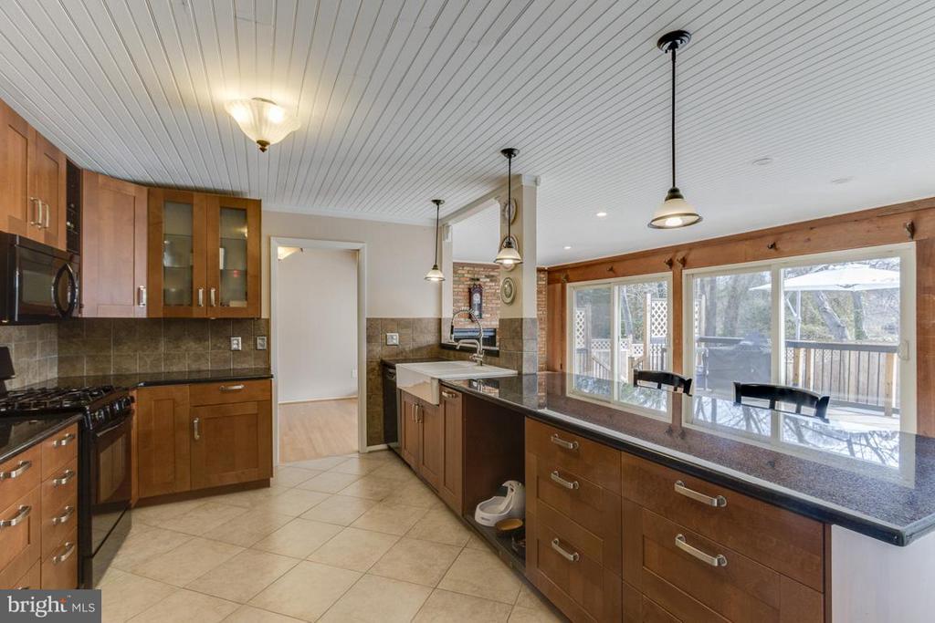 Open concept kitchen - 2401 WITTINGTON BLVD, ALEXANDRIA