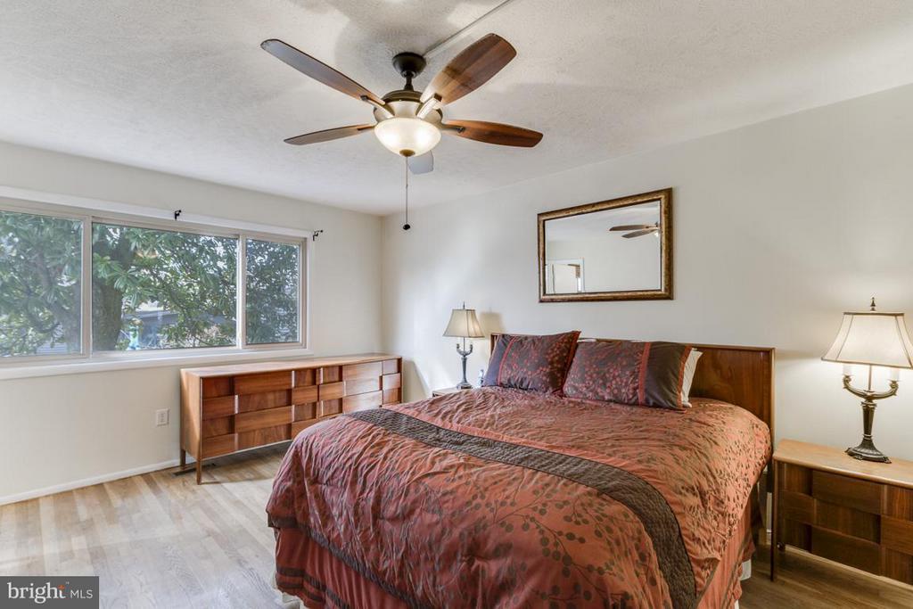 Main level bedroom (Master) - 2401 WITTINGTON BLVD, ALEXANDRIA