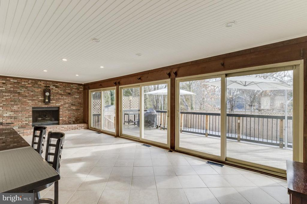 Family Room opens to large back deck and pool - 2401 WITTINGTON BLVD, ALEXANDRIA