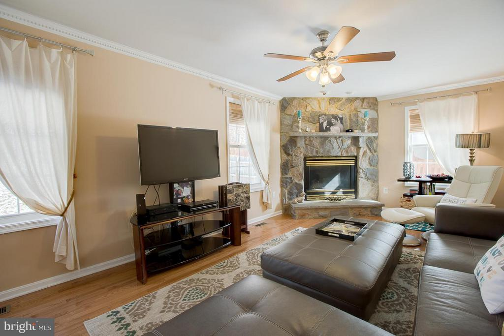 Family Room is comfortable and Cozy - 83 TANTERRA DR, STAFFORD