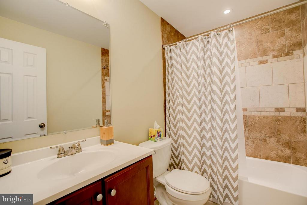 Full Bath in the Basement! - 83 TANTERRA DR, STAFFORD