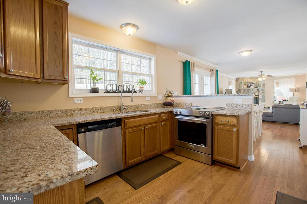Kitchen - Fully Remodeled - 83 TANTERRA DR, STAFFORD