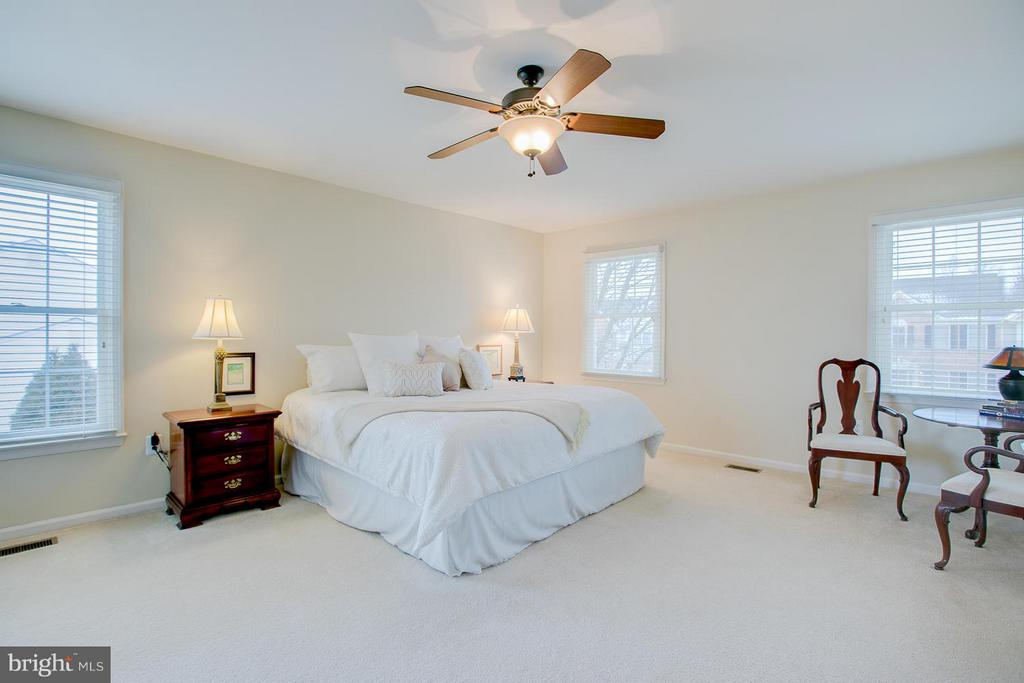 Over-sized Master Bedroom With Lg. Walk-In Closet - 7 NEVILLE CT, STAFFORD