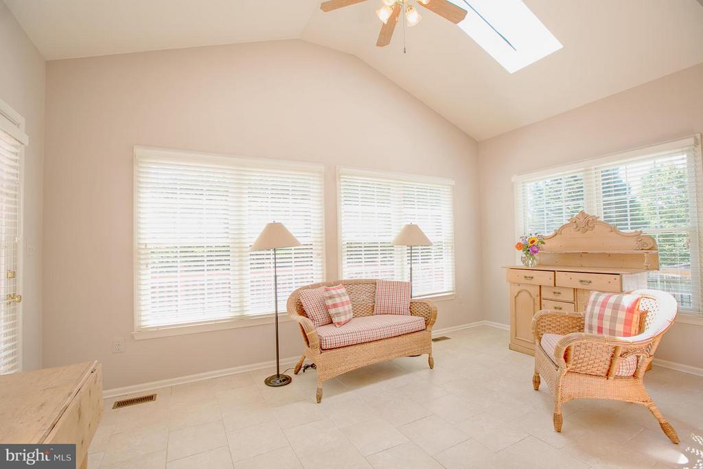 Spacious Sunroom w/Vaulted Ceings & Skylights - 7 NEVILLE CT, STAFFORD