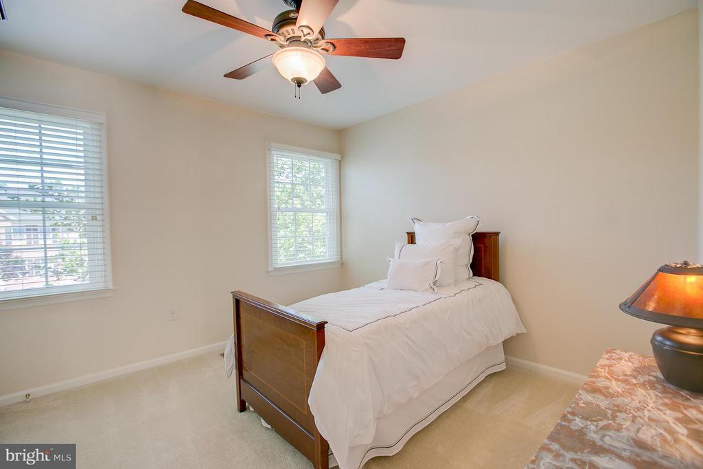 Bedroom #2 Upper Level - 7 NEVILLE CT, STAFFORD