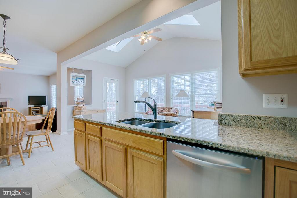 Kitchen Has Ceramic Tile Flooring - 7 NEVILLE CT, STAFFORD