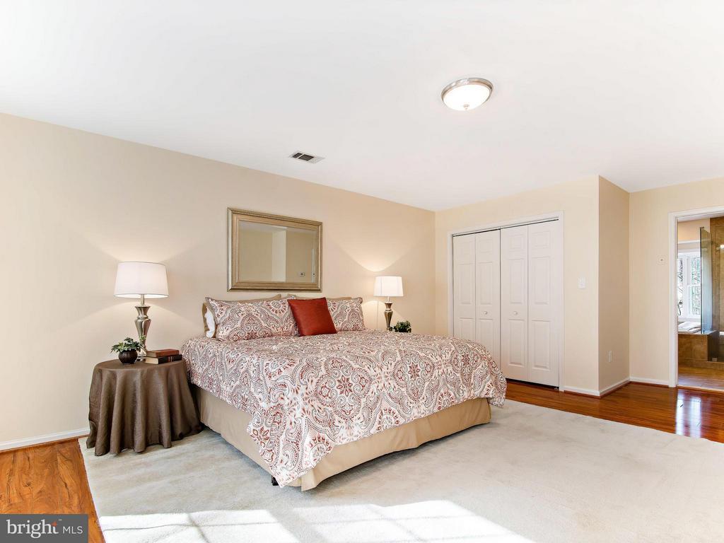 Master bedroom - 9830 QUAIL RUN CT, FAIRFAX STATION