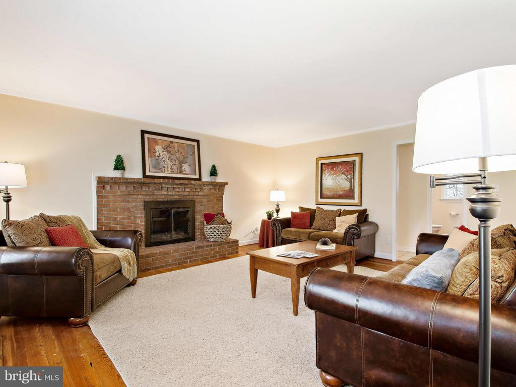 Inviting Family Room with 2nd Fireplace - 9830 QUAIL RUN CT, FAIRFAX STATION