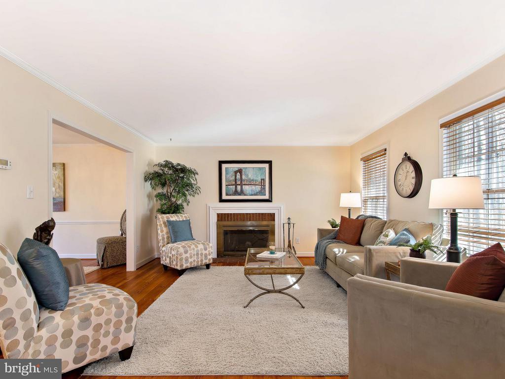 Light Filled Elegant Living Room - 9830 QUAIL RUN CT, FAIRFAX STATION