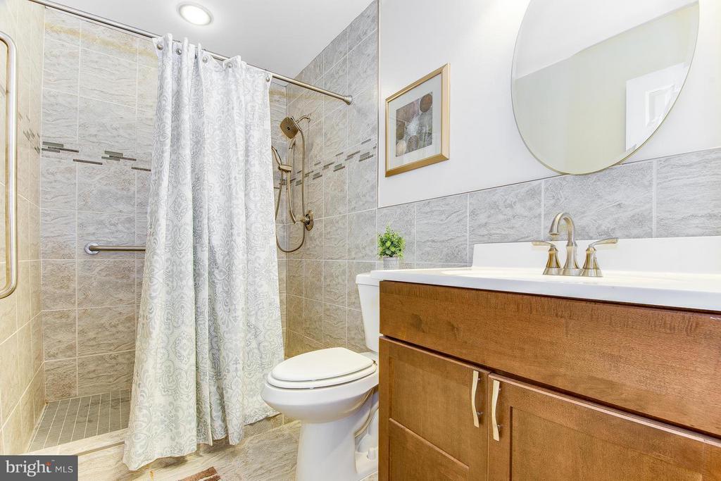 Updated Basement Bath - Detailed Tile work - 9830 QUAIL RUN CT, FAIRFAX STATION