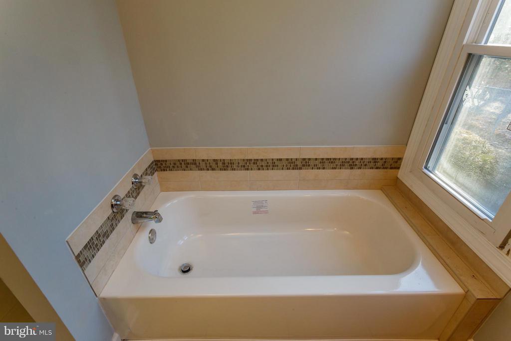 Bath (Master) - 6607 PRESTON LN, SPOTSYLVANIA