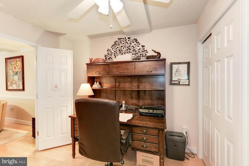 Custom closet system and doors that close fully - 1276 WAYNE ST #1221, ARLINGTON