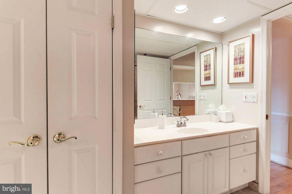 Bath features separate vanities - 1276 WAYNE ST #1221, ARLINGTON