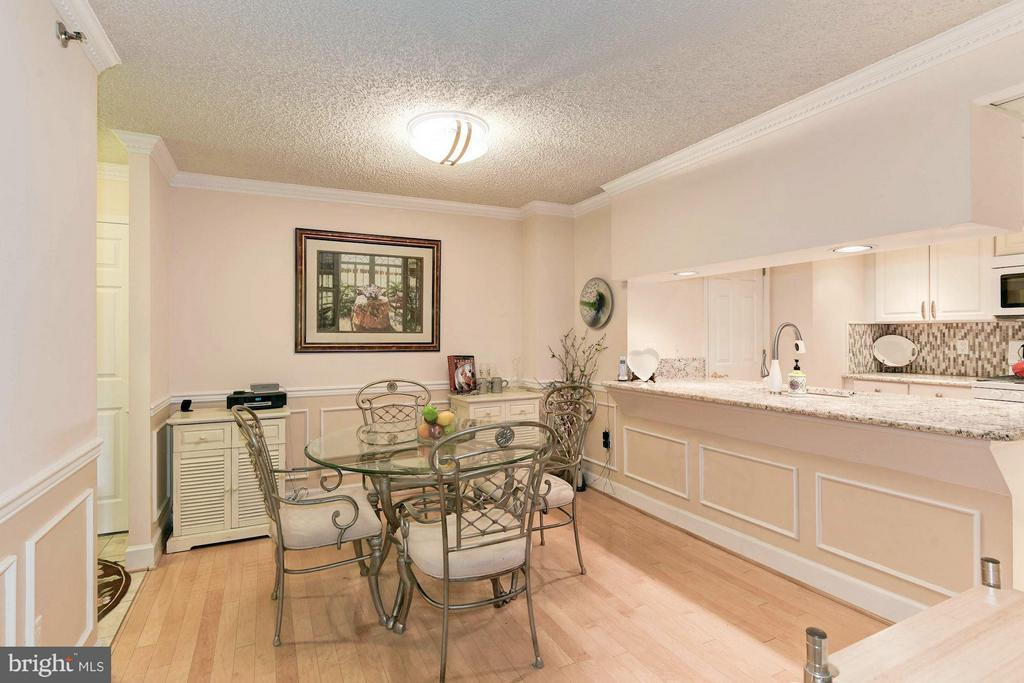 Kitchen opens into the dining room - 1276 WAYNE ST #1221, ARLINGTON