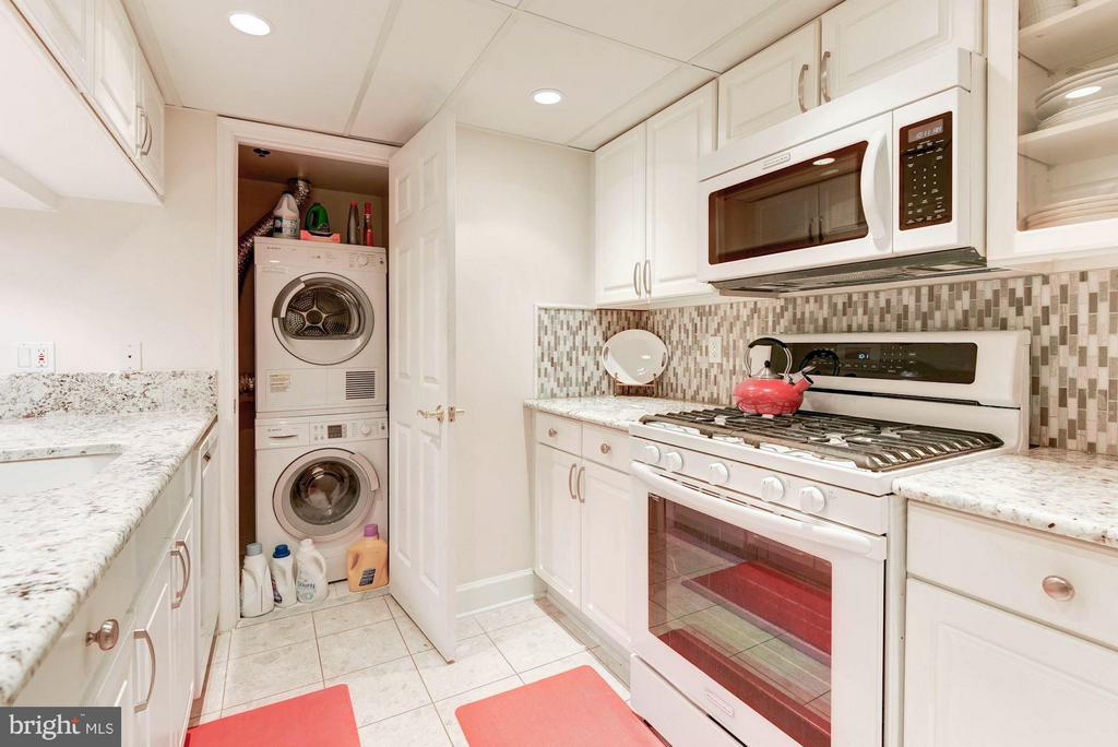 Bosch washer/dryer - 1276 WAYNE ST #1221, ARLINGTON