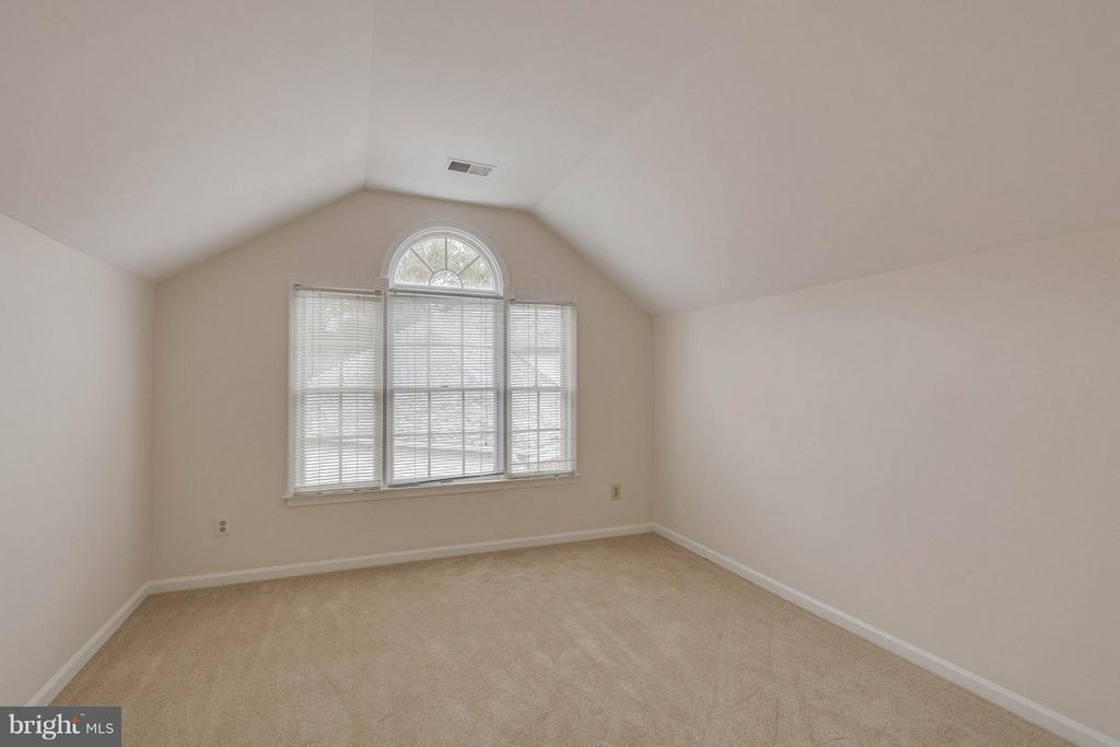 Sitting room, master bedroom - 20000 GIANTSTEP TER, MONTGOMERY VILLAGE