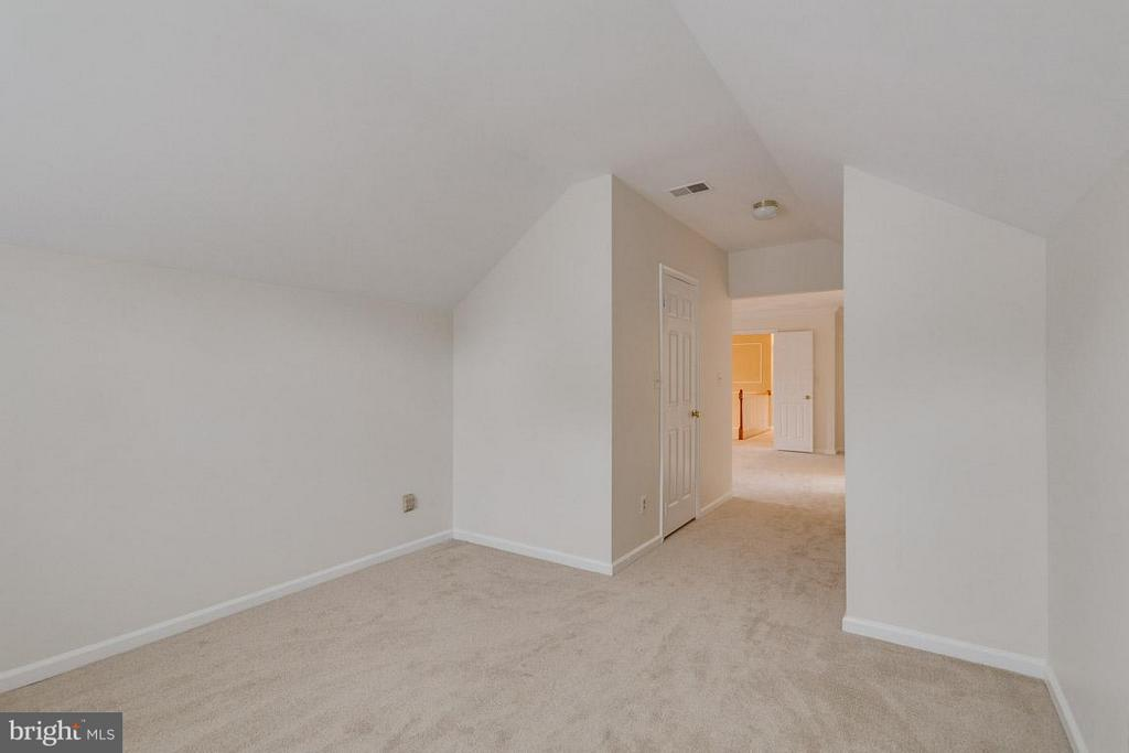 Bedroom master leading to two walk in closets - 20000 GIANTSTEP TER, MONTGOMERY VILLAGE