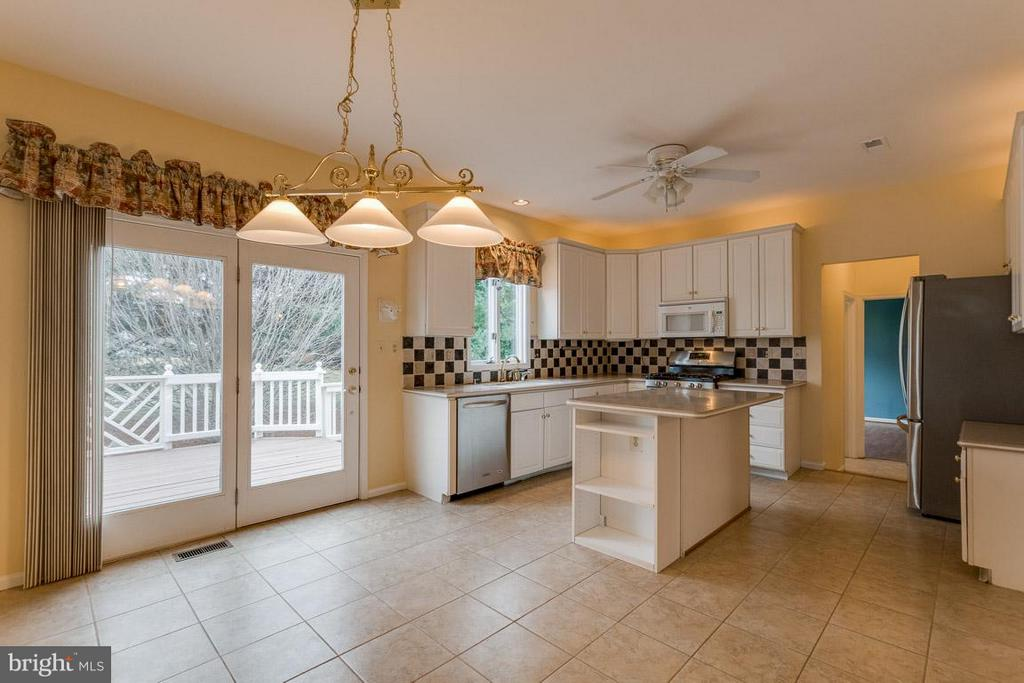 Table space kitchen, Island, french doors leading - 20000 GIANTSTEP TER, MONTGOMERY VILLAGE