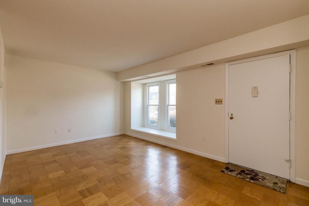 Living Room - 326 SHENANDOAH ST SE, LEESBURG