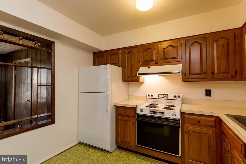 Kitchen - 326 SHENANDOAH ST SE, LEESBURG