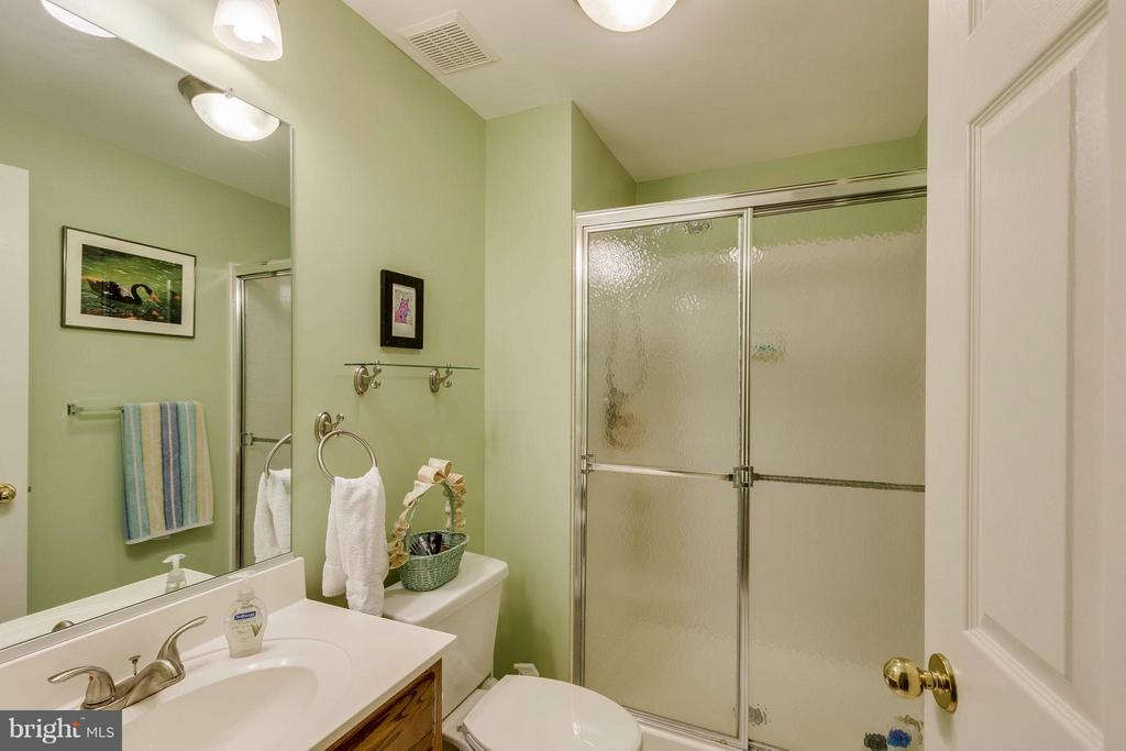 Full Bath In Basement - 20662 ASHLEAF CT, STERLING