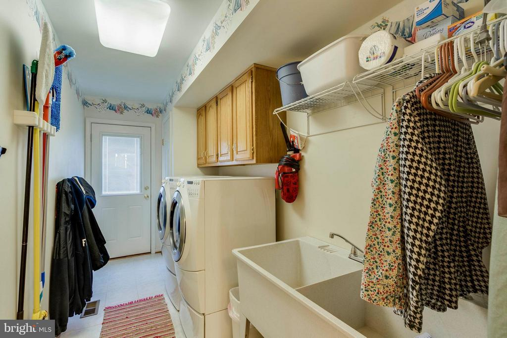 Laundry Room. Laundry Chute In House. - 20662 ASHLEAF CT, STERLING