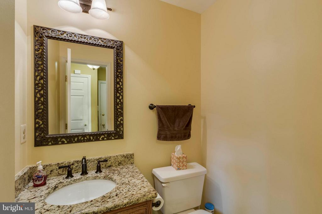 Half Bath Main Level - 20662 ASHLEAF CT, STERLING