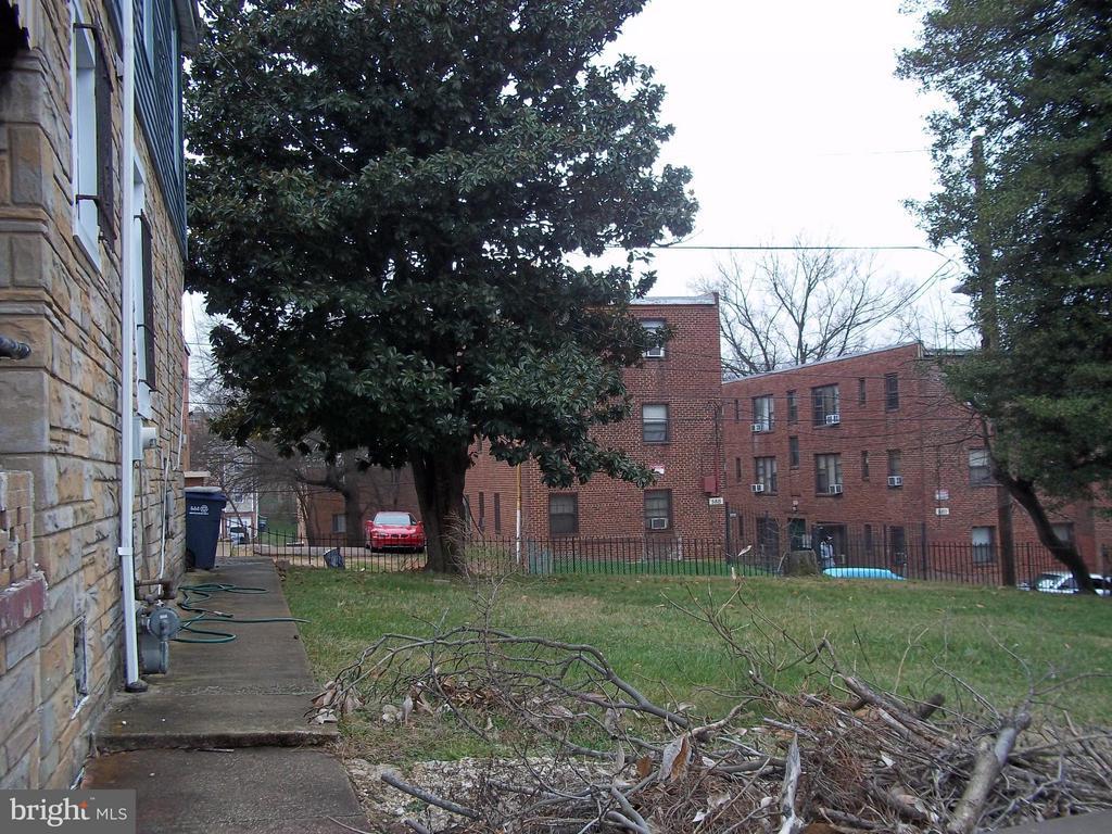 Side view of the house - 5818 FIELD PL NE, WASHINGTON