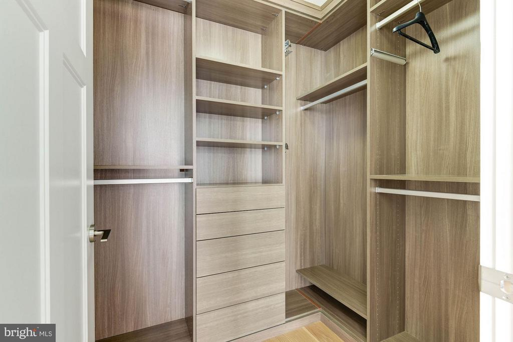 Large Custom Walk-In Closet - 1610 QUEEN ST #215, ARLINGTON