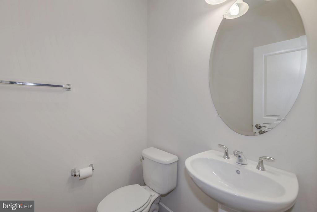 Powder Room - 6206 ROYAL CREST LN, ALEXANDRIA